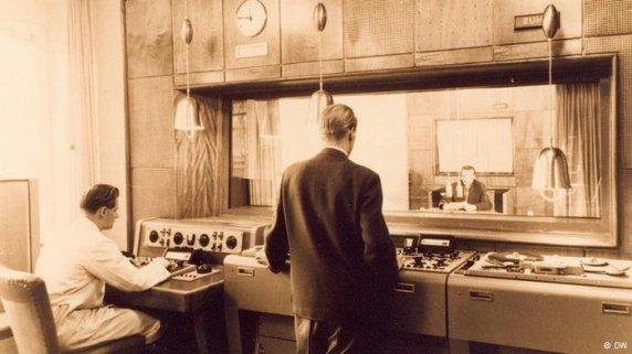 DW-Studio1953