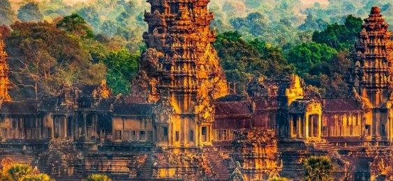 Blick auf Angkor Tom am späten Abend